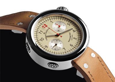 MC01N Orologio in acciaio con movimento e complicazione automatici di alta orologeria svizzera, la versione cronografo di Manometro è fedele alle forme e al design dell'originale Manometro. La cassa di grande dimensione, la corona posizionata ad ore 2 e i pulsanti cronometrici a sinistra della cassa. I contatori sono posizionati ad ore 2 e ad ore 8. Robusto, sportivo ed essenziale.